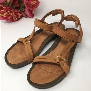 TEVA Ysidro Universal Tan Leather Sandals SZ 10